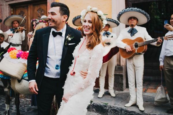 Festive-Fabulous-Mexican-Wedding-San-Miguel-de-Allende-Blest-Studios-28-600x400
