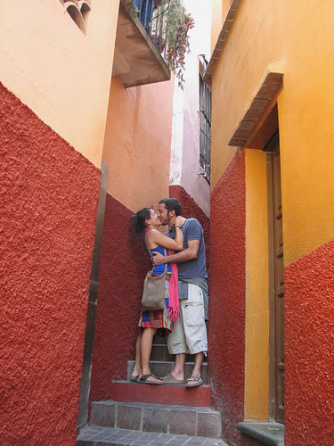 The Alley of the kiss in Guanajuato - San Miguel Times
