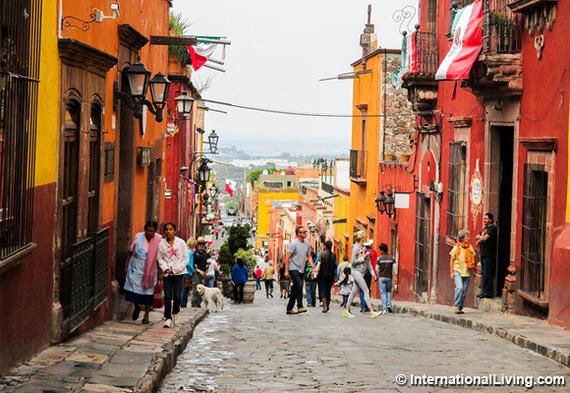 2016-06-20-1466445914-5211539-hpBusyStreetSanMigueldeAllendeMexico-thumb