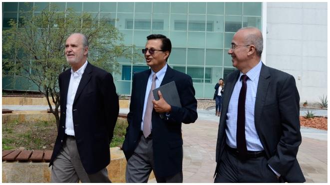 Javier de la Fuente Hernández,  ENES León director; Roberto Tapia Conyer, president of Carlos Slim Foundation for Health; y Éctor Jaime Ramírez Barba, local congressman. (Photo: AM)