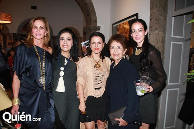 Sonia Marcos, Lupita Carballido, María del Mar Usabiaga, Josefina de Carballido e Ileana Carballido (photo: quien.com)