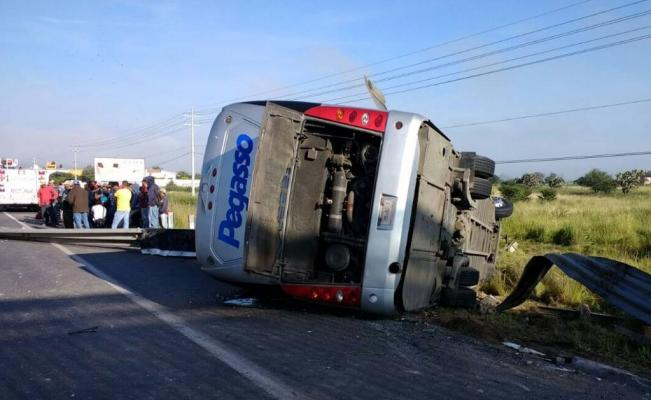 """A bus of the company """"Pegasso"""" was involved in a car accident (Photo: eluniversal.com.mx)"""