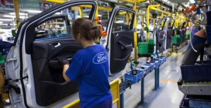 ford-auto-plant-worker-418x215