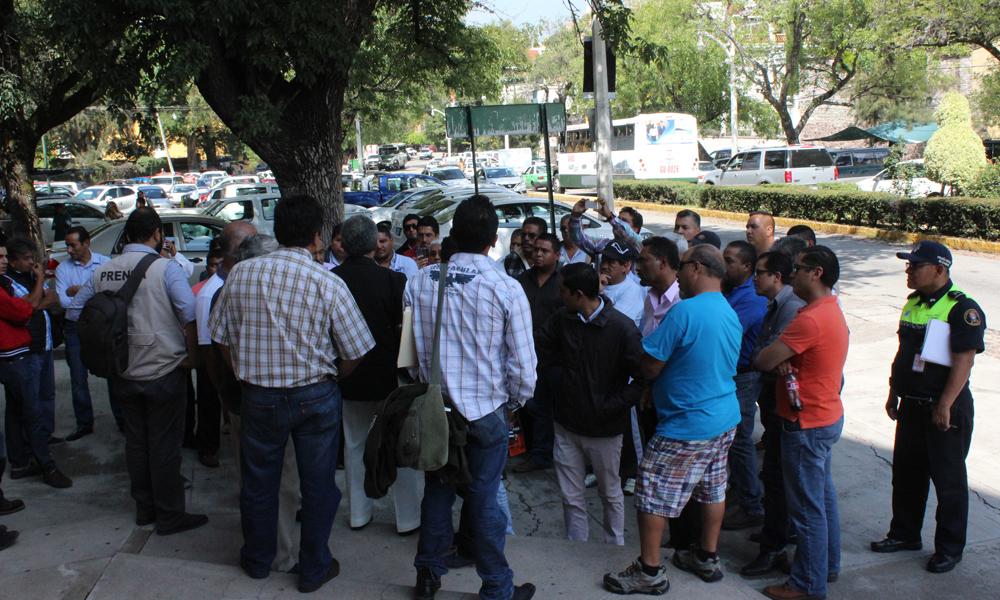 protestan-taxistas-contra-competencia-desleal-5223b0b45e5bf1aa03276d56a43ea935