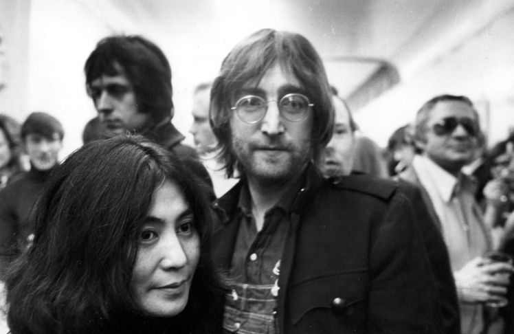31st March 1971: Ex-Beatle singer, songwriter and guitarist John Lennon (1940 - 1980), with his wife artist Yoko Ono. (Photo by Evening Standard/Getty Images)
