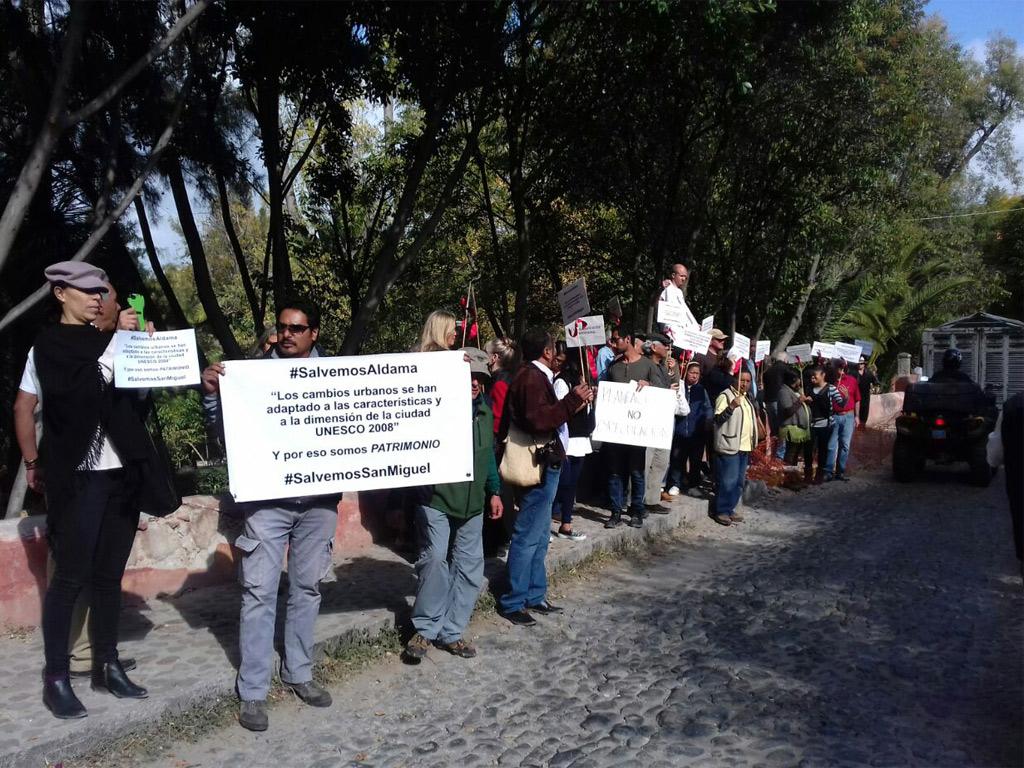 demonstrators-in-sma-1