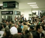Crowd-awaiting-the-arrival-of-the-Mexican-team-today-at-Mexico-City-airport