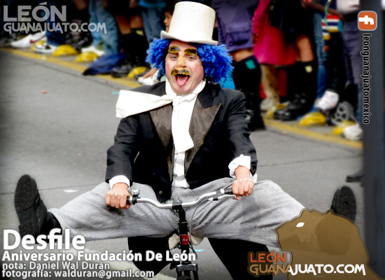 parade-leon