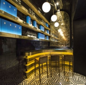 48-4x6-Looking-at-the-bar-from-inside-Casa-Dragones-Tasting-Room-930x620