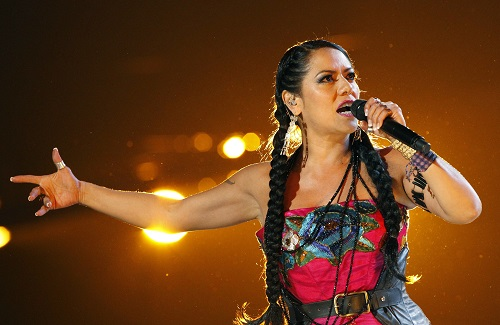 """Lila Downs performs """"Zapata Se Queda"""" during the 13th Latin Grammy Awards in Las Vegas, Nevada, November 15, 2012. REUTERS/Mario Anzuoni (UNITED STATES - Tags: ENTERTAINMENT)"""