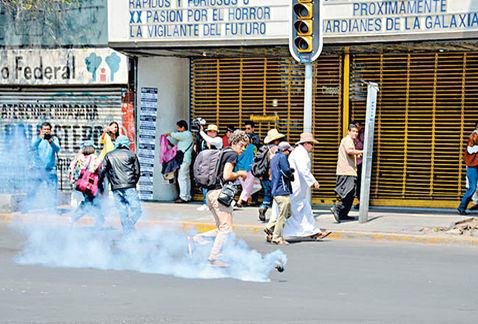 protesta-Bucareli-escaramuza-policias-manifestantes_MILIMA20170426_0037_11