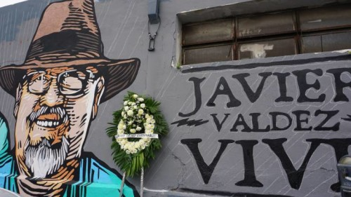 Graffiti and a wreath in memory of journalist Javier Valdez. (Photo: JUAN CEDILLO / EFE)