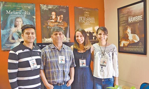 Montserrat Alejandri with the Cine Club team. (Photo: Fabiola Manzano / Especiales).