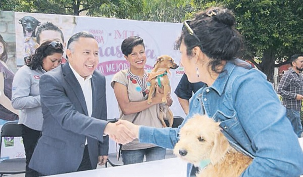 """Mayor Edgar Castro Cerrillo announced that the Municipality works in a regulation for the protection of animals, which is expected to be permanent, during the start of the First Dog Fair, """"My pet, My best friend """"."""