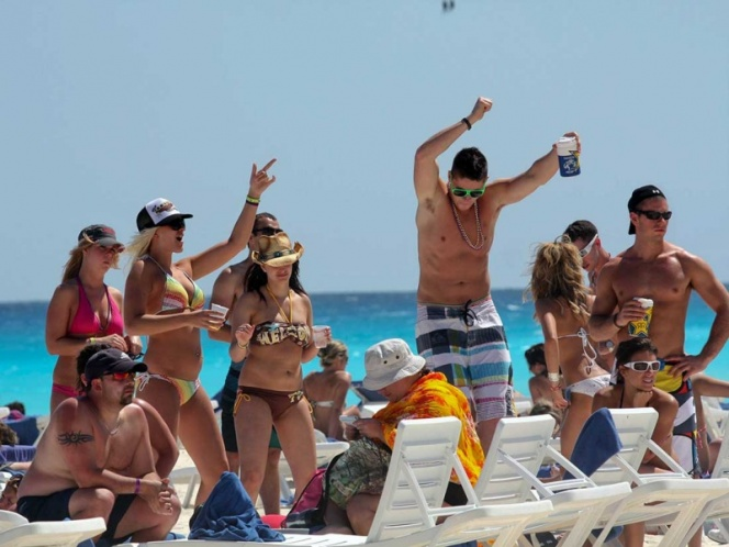 Springbreakers in Cancun (Photo: The Yucatan Times)
