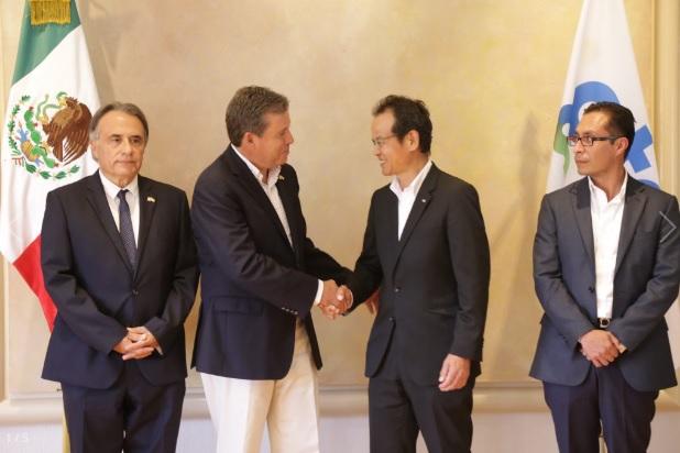 Mazda en México CEO, Chiharu Mizutani and Governor Miguel Márquez Márquez (Photo: guanajuato.gob.mx)