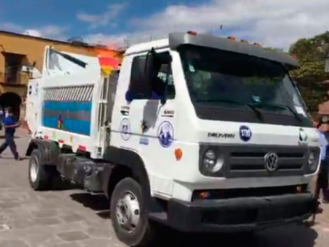 Autoridades de Ayuntamiento hicieron entrega de estos beneficios para los trabajadores, que buscan mejorar la imagen del municipio. Foto: Roberto López