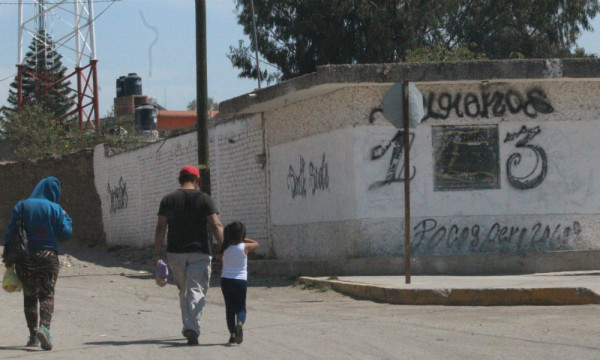More than 15,000 inhabitants live in constant fear that their homes or cars will be damaged by disputes between two gangs in the area. (Photo: am.com.mx)