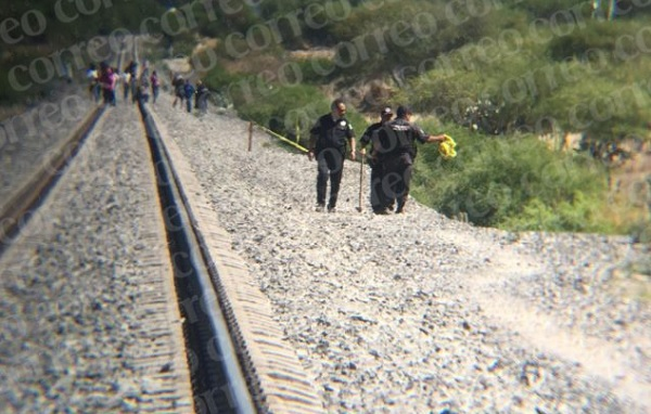 The dead body of 18-year-old Juan Gustavo 'N' was found near the railroad tracks in the Pantoja community (Photo: Periodico Correo)