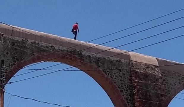 Sujeto es detenido por caminar sobre Los Arcos (Photo: http://circulonoticias.com)