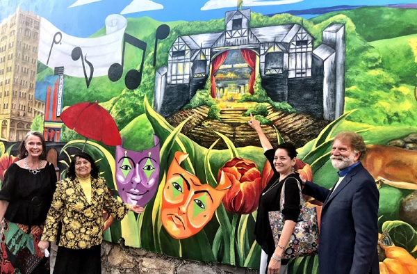 Courtesy photo From left, Kathryn Thalden, Señora Chela Tapp, Denise Baxter, and Barry Thalden stand in front of the central portion of the mural as the artist, Denise Baxter, points out her painting of the Oregon Shakespeare Festival outdoor theater.