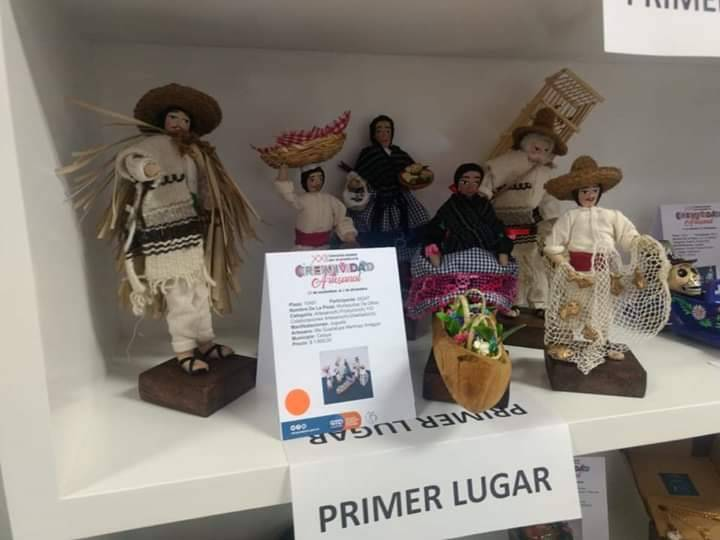 Jinna Herrera and her mother Guadalupe Martínez obtained the first place in the XXII State Contest for the Artisanal Creativity Award 2018 (Photo: OEM)